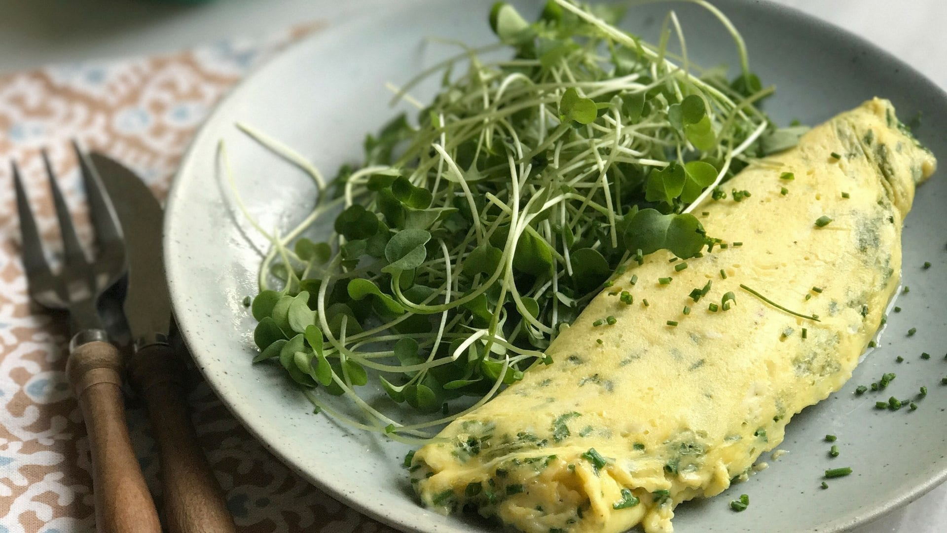chive, eggs, omelette, french cooking, recipes, meal ideas, quick and easy